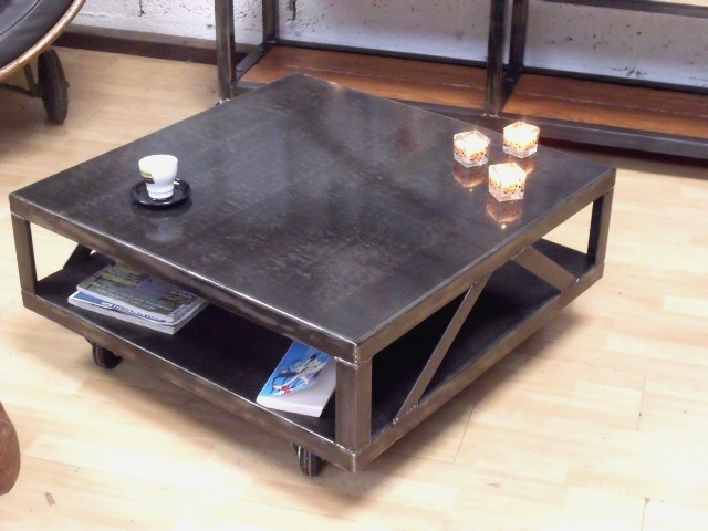 Micheli design console tiroir rouge console design for Table basse carre industriel